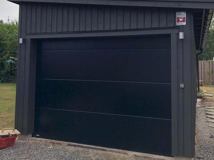 Garageport Guard 40 i RAL 9005, slät L-panel