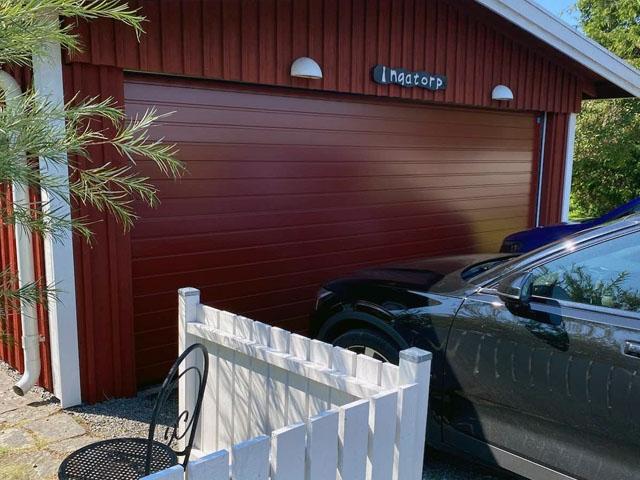 Måttanpassad garageport i faluröd