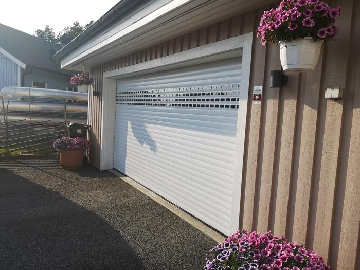 Rullport Intense 77 med fönsterprofiler installerad i Göteborg