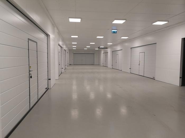 14 stycken garageportar med servicedörr, en projekt i Stocholm